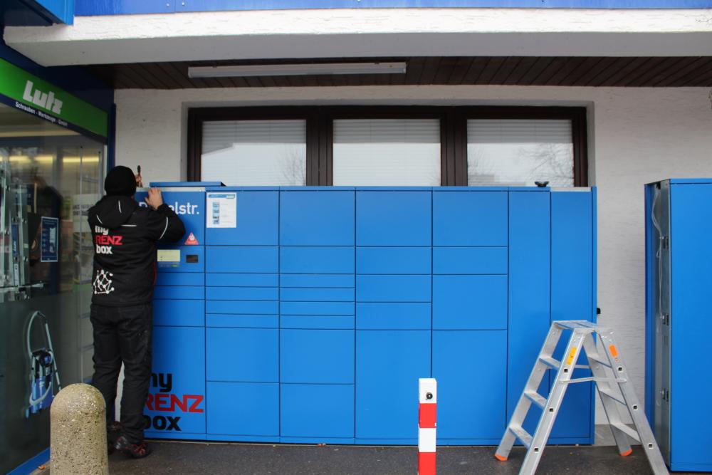 Verkabelung der Lutz Abholbox wird aufgemacht