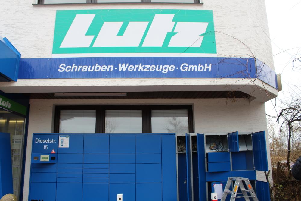 Zusammenstecken der Lutz Abholbox Erweiterung